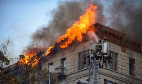 إخماد حريق نشب داخل ثلاث بنايات في أحد أقضية كربلاء وانقاذ عائلة